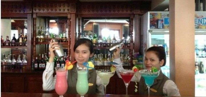 Bar chat with an expat in Cambodia