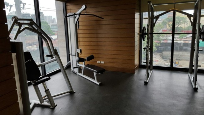 knightsbridge-apartment-gym-manila-machines