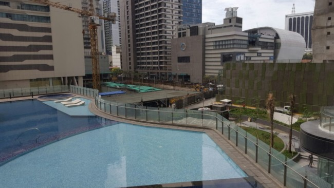 knightsbridge-apartment-philippines-pool