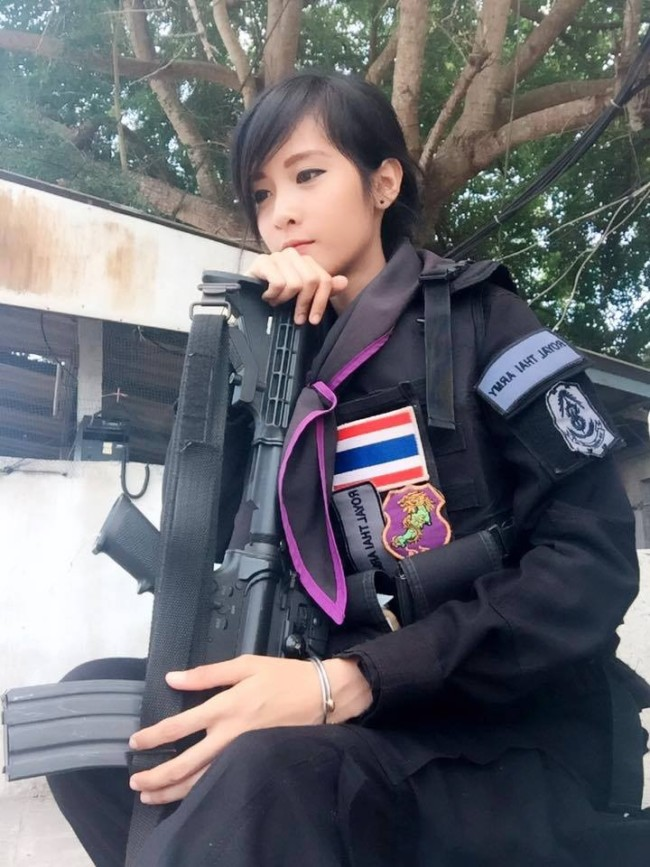 thai-girl-army-uniform-military